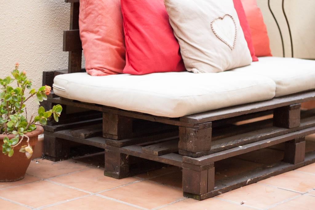 Como hacer un sofa de palets para disfrutar del buen - Cojines exterior ikea ...