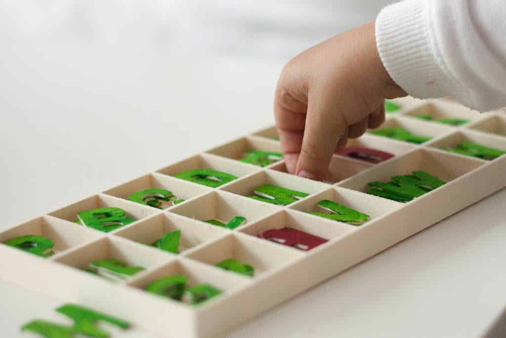 caja con abecedario montessori