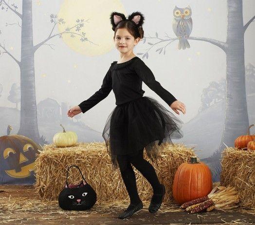 nila disfrazada de gato para halloween
