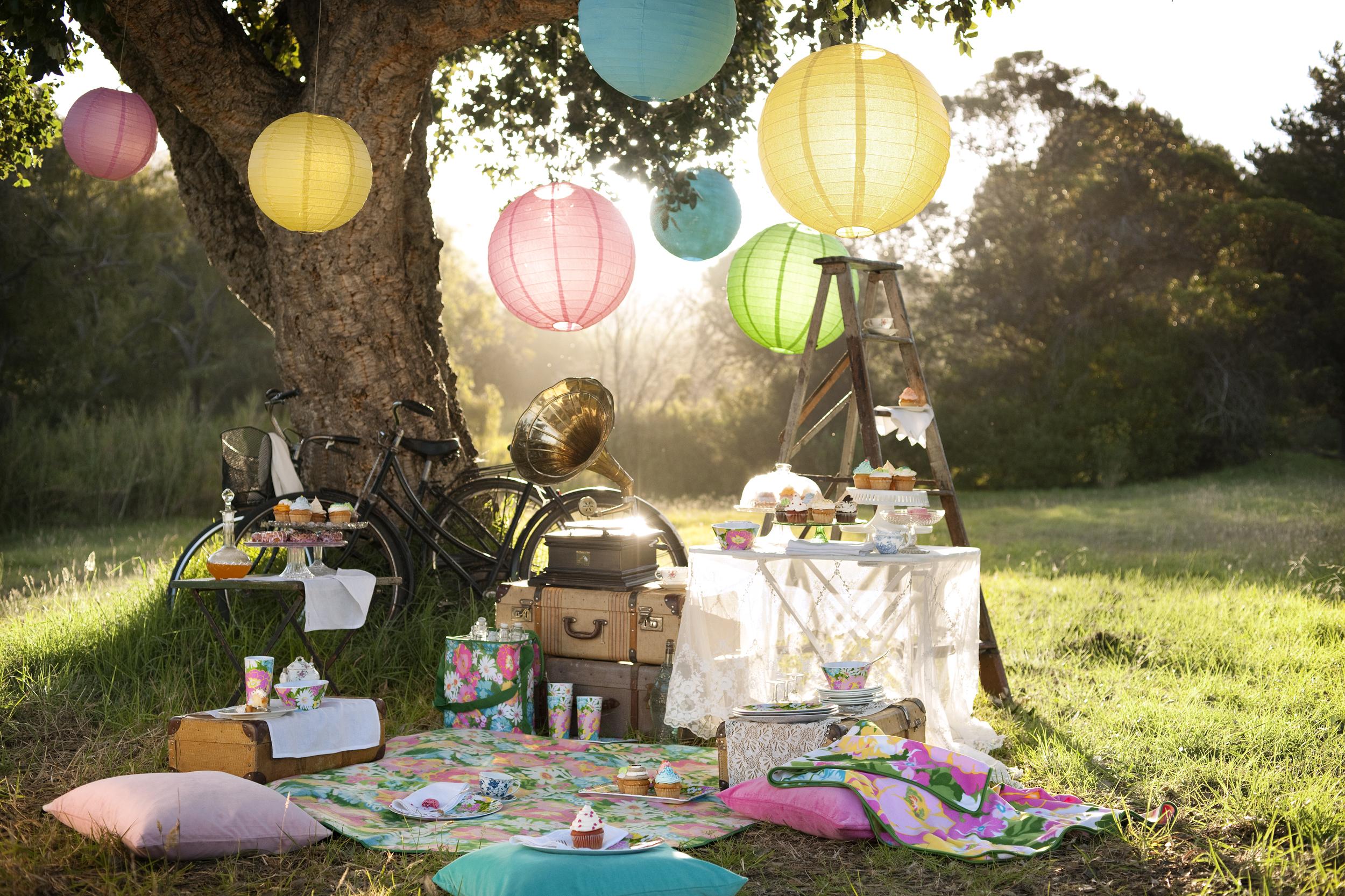 mantel y comida para picnic