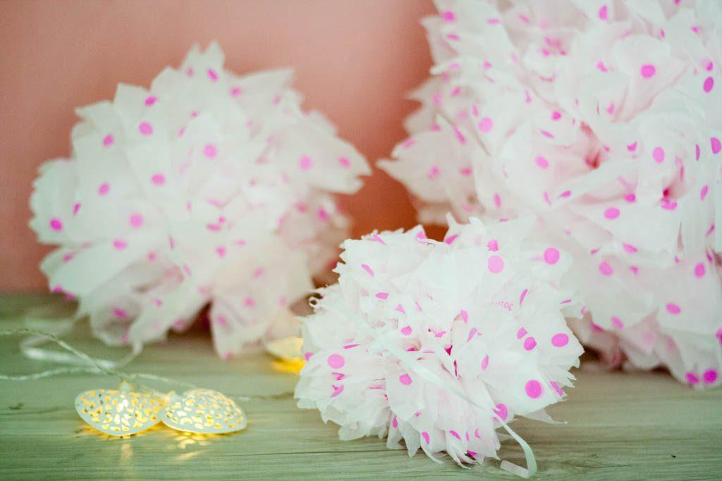 pompones de seda de distintos tamaños