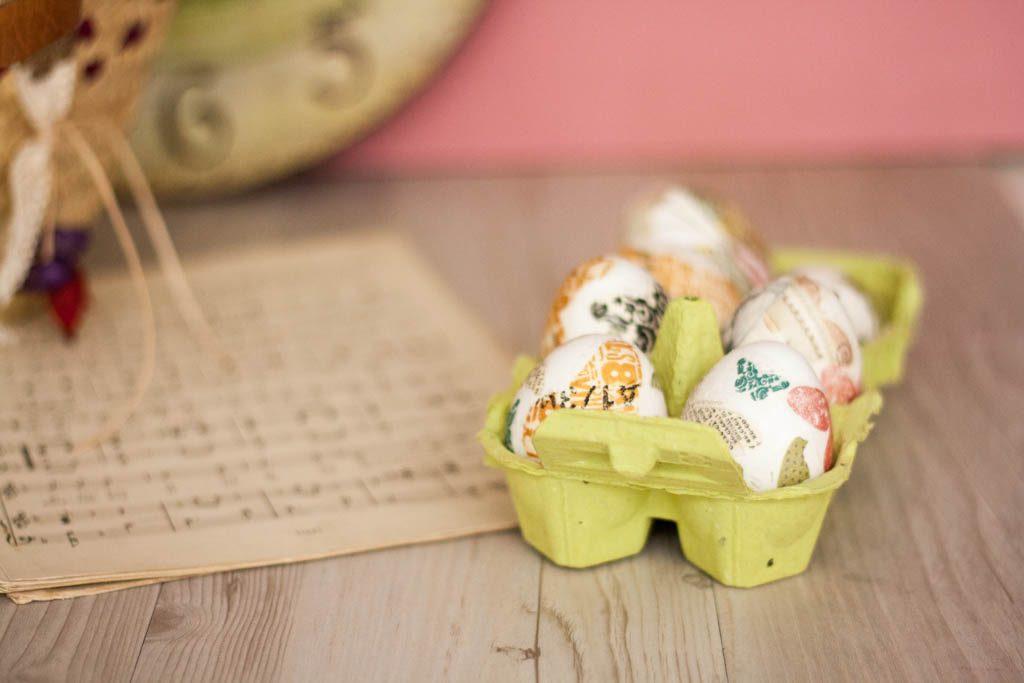 huevos de pascua decorados con servilletas