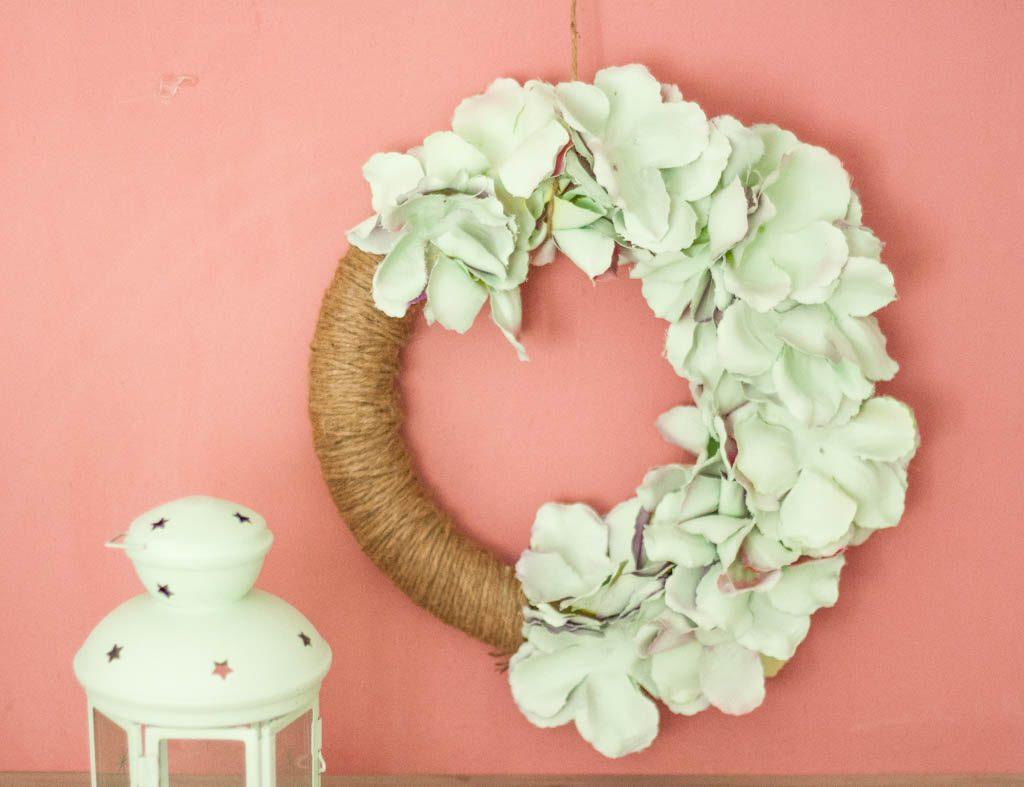 corona de flores pintadas