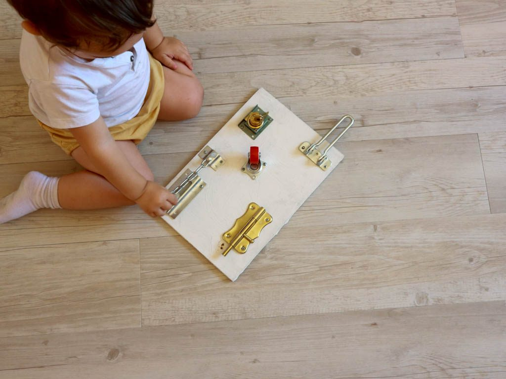 jugar con juguetes caseros