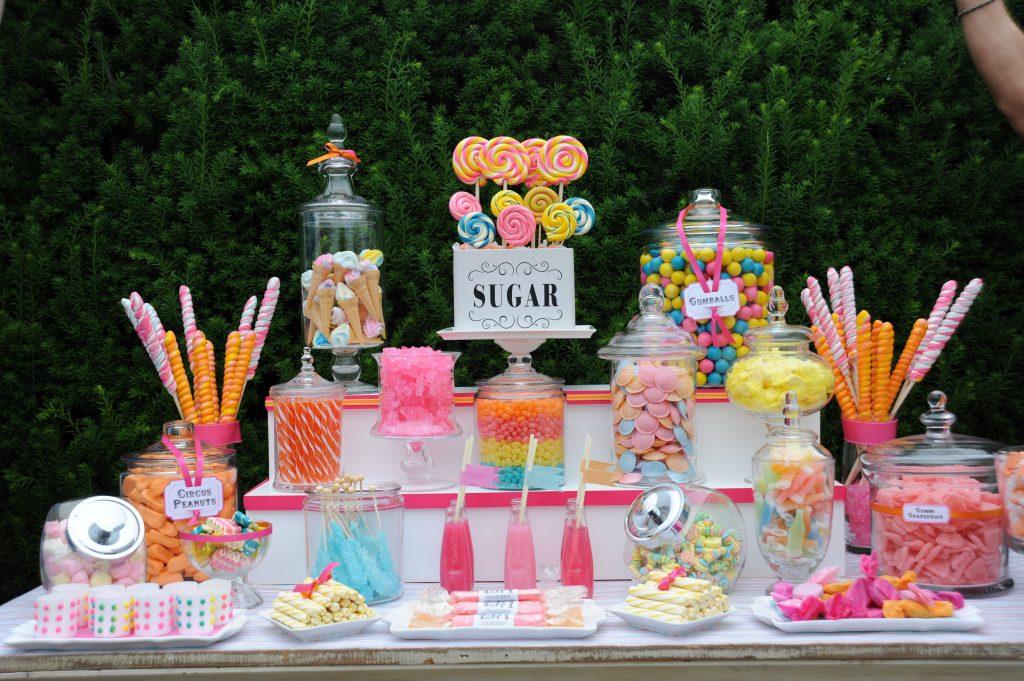 mesa de dulces con alturas