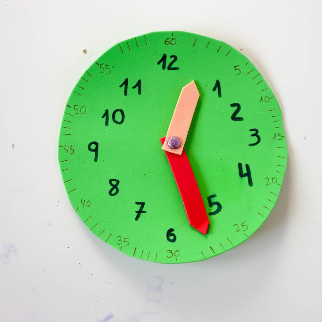 Como hacer un reloj para parender las horas diy en casa - Hacer reloj de pared con fotos ...
