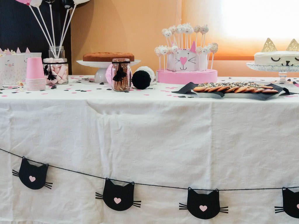 mesa de dulces para cumpleaños de gatos