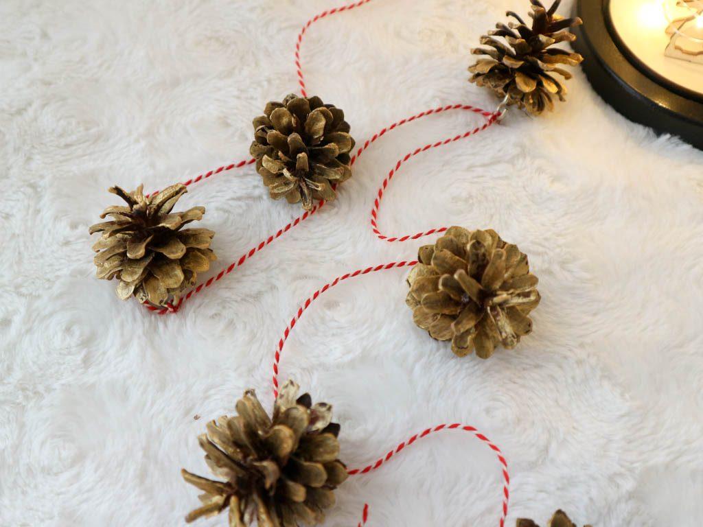 Adornos navide os caseros pi as pintadas de dorado - Adornos para arbol de navidad caseros ...