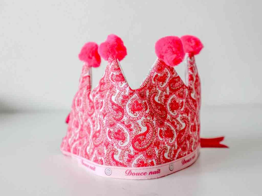 corona de cumpleaños de tela